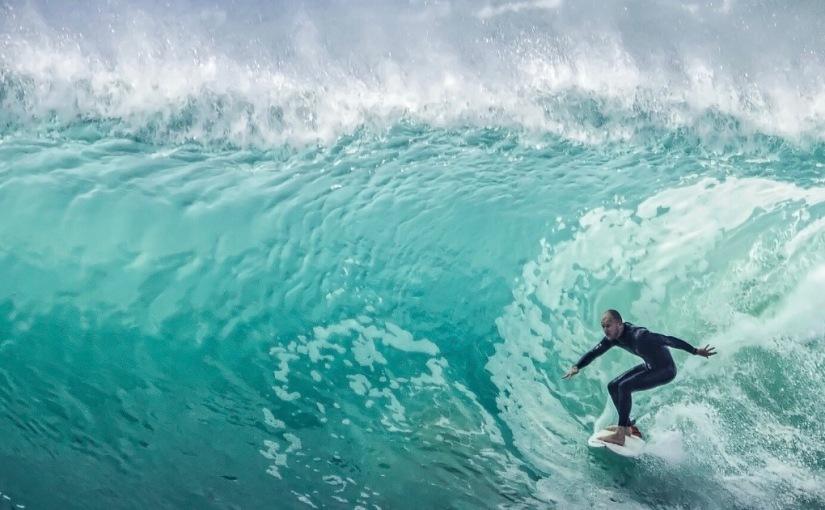 Accetto, accolgo, mi adatto, mi allineo e vivo (cioè la vita è come fare surf, la capacità è cavalcare, assecondare l'onda, qualsiasi onda, ovunque tiporti)